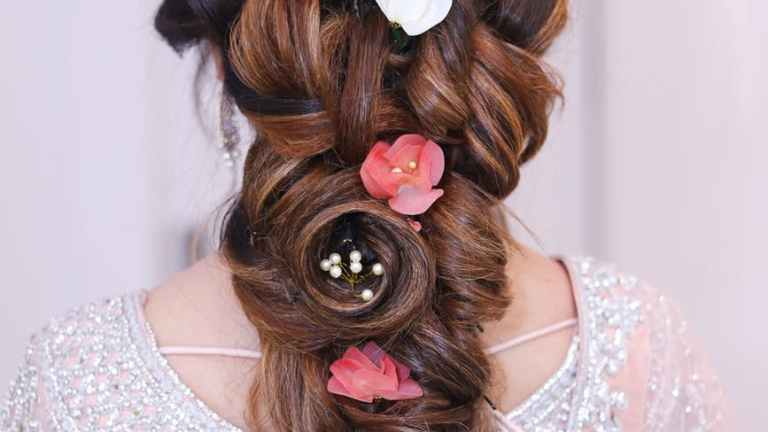 15 Simple and Easy Hairstyles You Must Try - Womenli