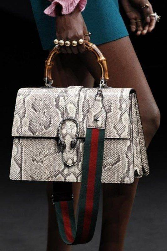 26+ Awesome Handbag Trends for Women in 2020 | Fashion handbags .