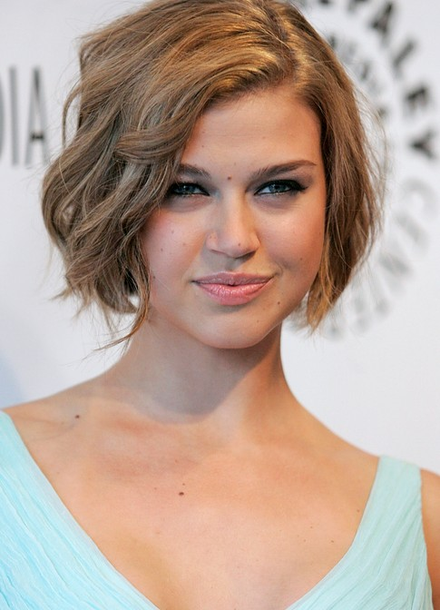 56 Super Hot Short Hairstyles 2020 - Layers, Cool Colors, Curls, Ban