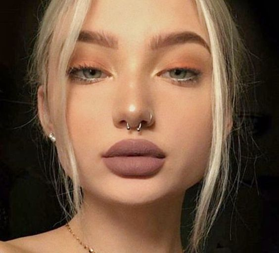How to Pull Off a Septum Piercing | Septum piercing, Tragus .