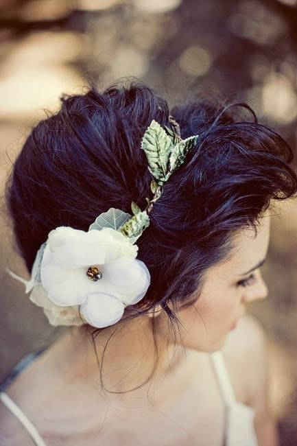 How to Use Flowers to Spice up Your Hairstyles - Pretty Desig