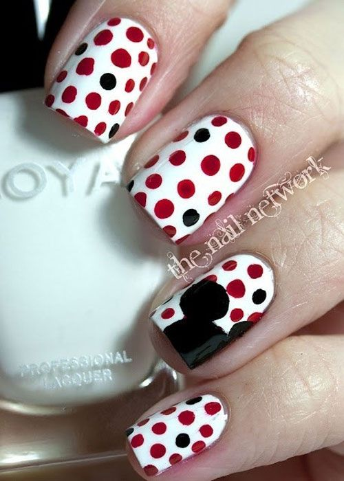 14 Ingenious Mickey Mouse Nail Art Designs | Mickey nage