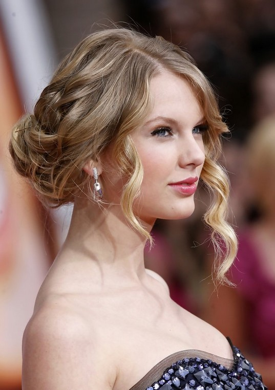 Taylor Swift Hairstyles - Celebrity Latest Hairstyles 20