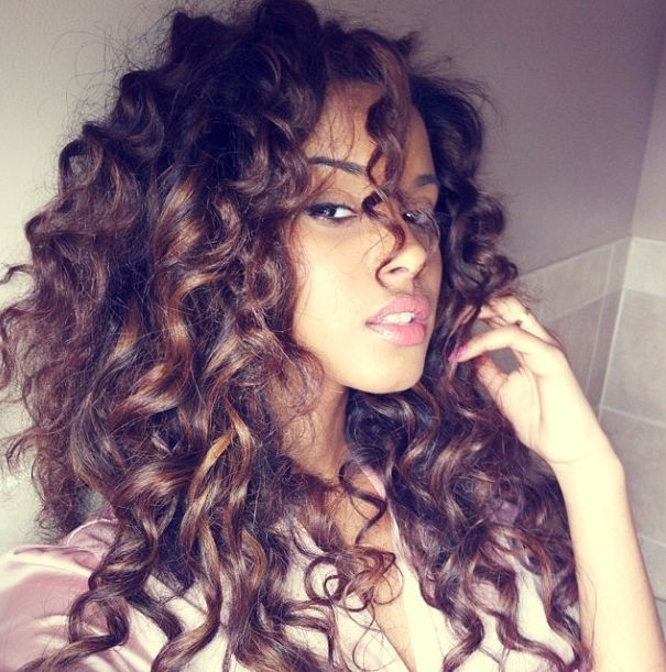 15 Ultra-Chic Long Curly Hairstyles for Women - Pretty Desig