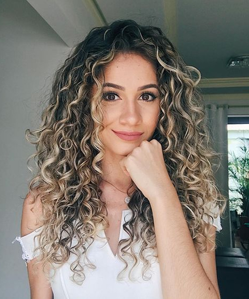 Unbelievable Long Curly Hairstyles for Women To Reach Perfection .