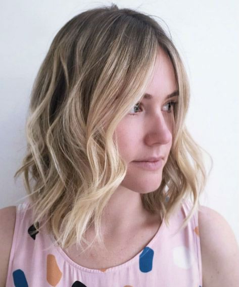 New Cool and Attractive Medium Wavy Hairstyles 2019 for Women to .