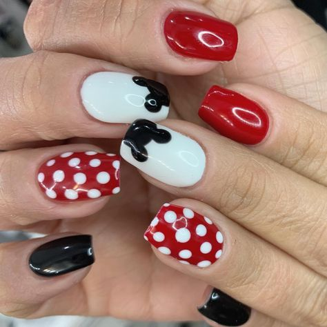 UPDATED] 30+ Awesome Mickey Mouse Nail Designs (April 202