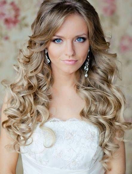 Why Loose Curly Hair is Perfect for Weddings | Curly wedding hair .