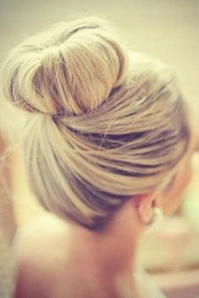 16 Pretty and Chic Top Knots for 2018 | Frisyre bryllup .