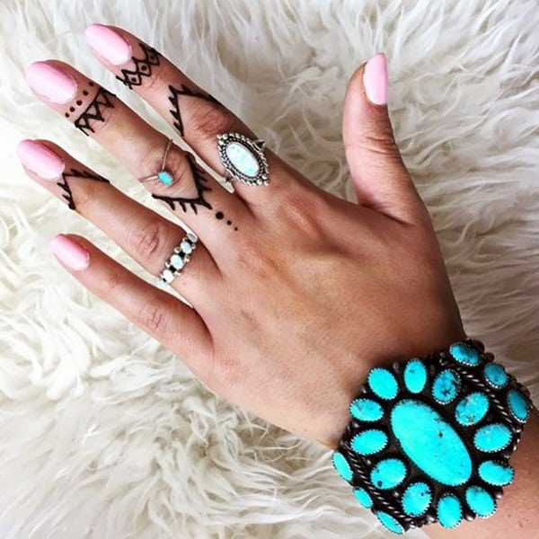 145+ Cute and Discreet Finger Tattoos Desig
