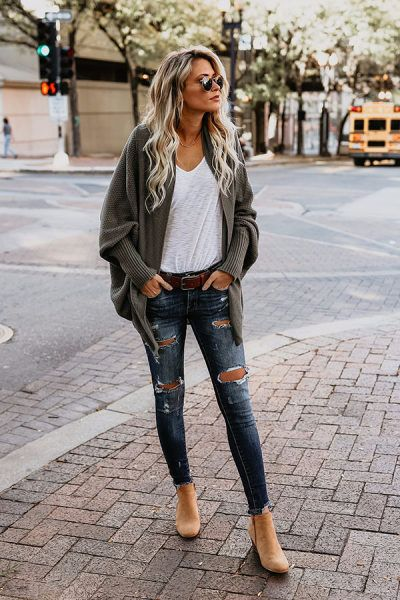 This is such a cute outfit for the early spring that looks casual .