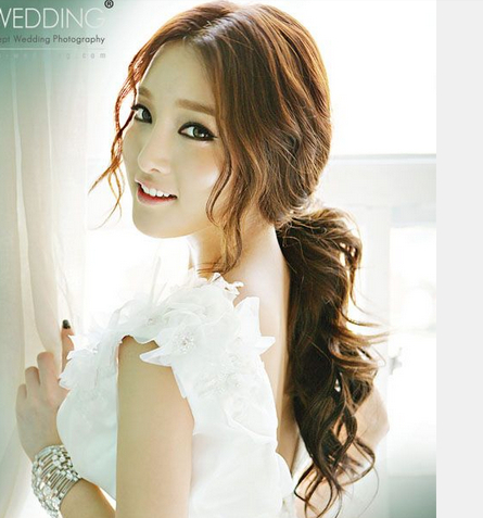 Romantic Asian Hairstyles for Young Women