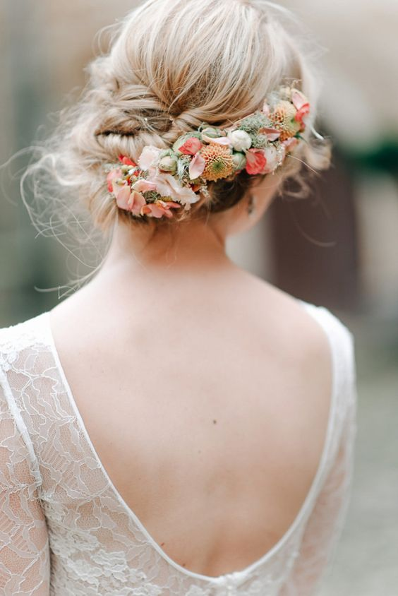 18 Super Romantic & Relaxed Summer Wedding Hairstyles | weddingsonli