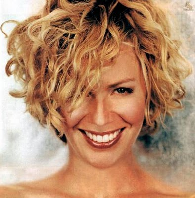 Hairstyle Artist Indonesia: Trendy Short Curly Hairstyles for .
