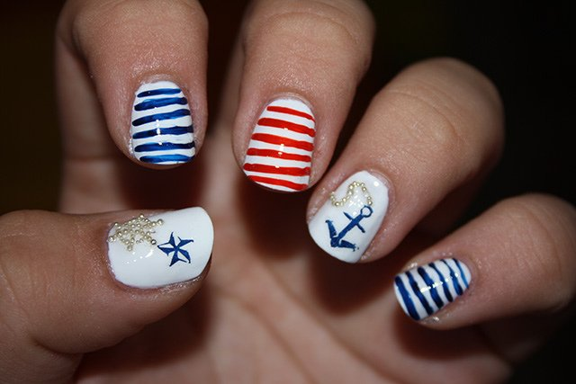 Summer Nail Designs to Have: Nautical Nails - Pretty Desig