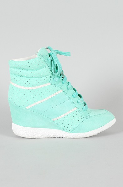6 Super Chic Sneakers for Fashionistas in This Autumn - Pretty Desig