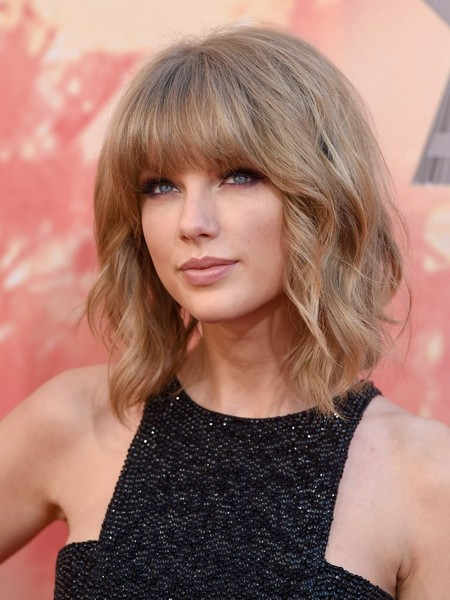 Taylor Swift's short bob with bangs - Celeb Short Hairstyles That .