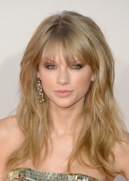 Steal Her Hairstyles: Taylor Swift's Bangs - Pretty Desig