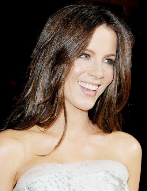 Top 22 Kate Beckinsale Hairstyles | Kate beckinsale, Wavy haircuts .