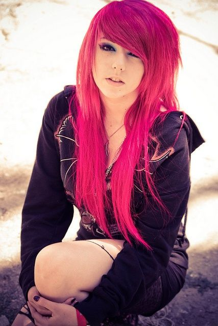 15 Ultra-Chic Pink Hairstyles | Emo scene hair, Scene hair, Girl .