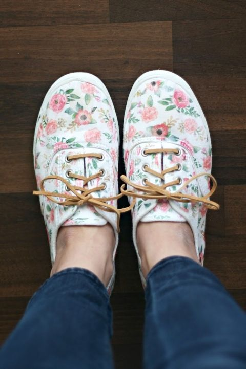 Fun ways to decorate your sneakers! | Floral shoes, Shoe makeover .