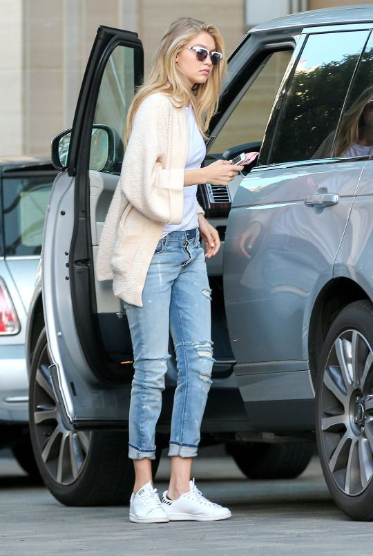 6 Ways to Wear a Pair of White Sneakers | Gigi hadid outfits .