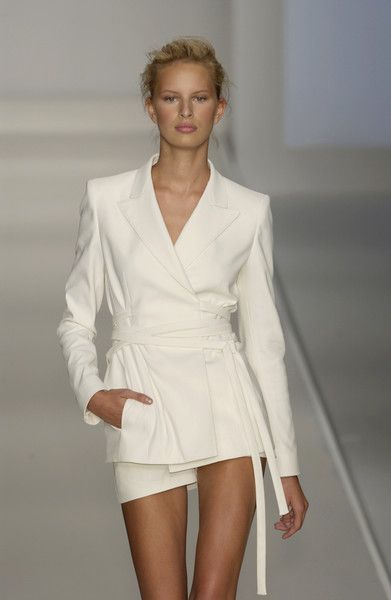 MaxMara Spring 2002 Runway Pictures | Fashion, White fashion .