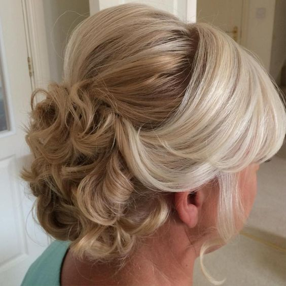 Gorgeous wedding hairstyles for the older women in your li