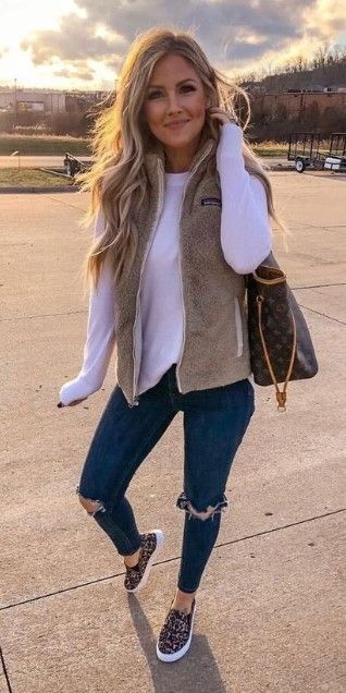 20 Amazing Spring Outfits Ideas for Women 2020 - Pinmagz in 2020 .