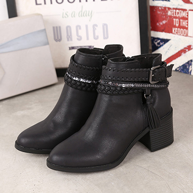 Ankle boots with buckles for women