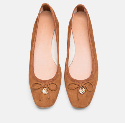 Suede ballerinas with a bow in an intense ginger colour 52048-02 .