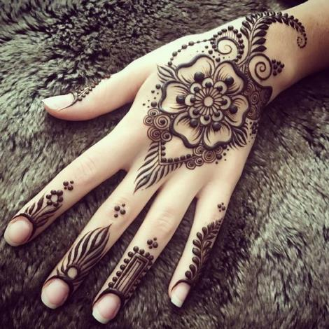 250+ Henna Tattoo Designs Easy for Beginner with Best Kits Col