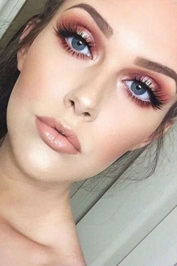 10 Christmas Makeup Ideas You Need To Copy - Society19 | Gold .