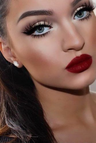 25 Best Gorgeous And Stunning Christmas Makeup Idea 05 | Dark red .