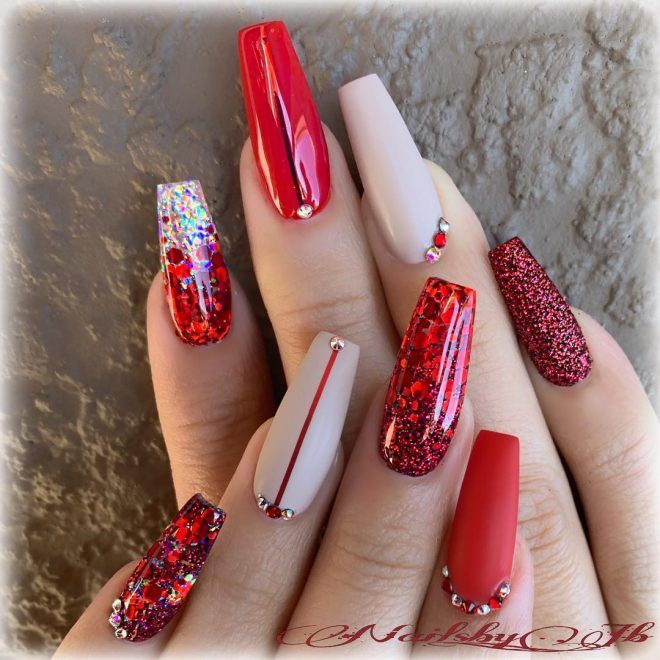 Amazing Red Glitter Christmas Nails! #christmasnails .