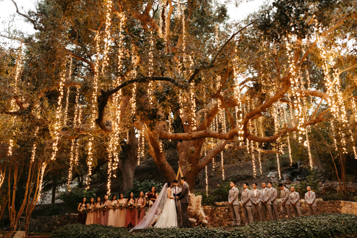 9 Romantic Wedding Ideas Straight Out of a Fairy Tale | Junebug .