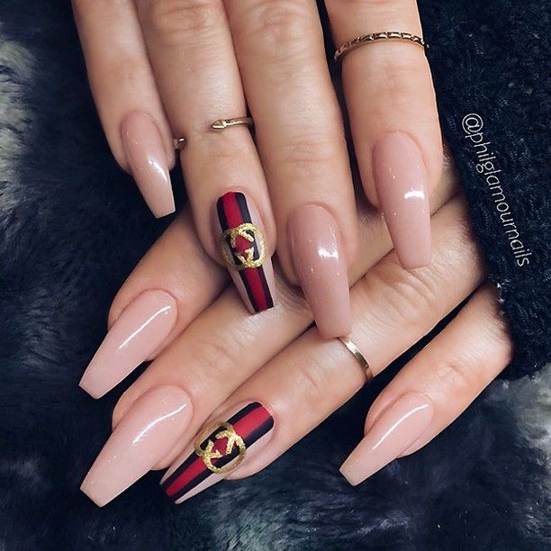 Pin by Axelis Torres on Simple nail arts | Chic nails, Gucci nails .