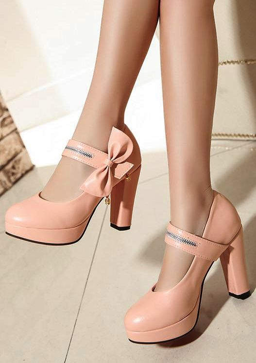 College pumps for women