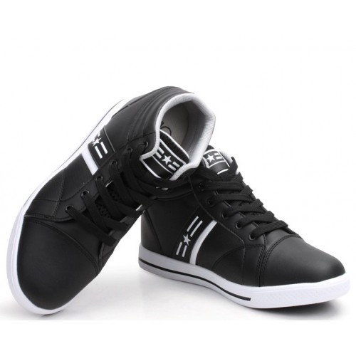 Must Have Shoes for College Boys « IndianYouthCa