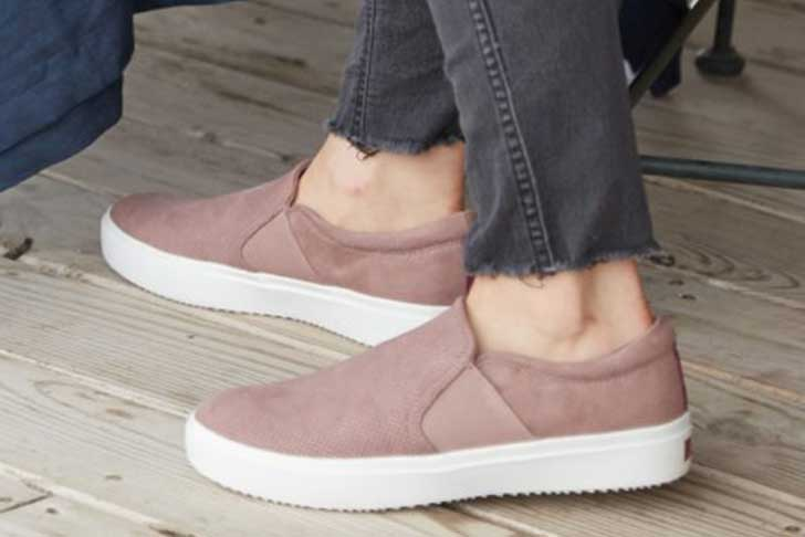 The 24 Best Travel Shoes (2020): Comfortable + Stylis