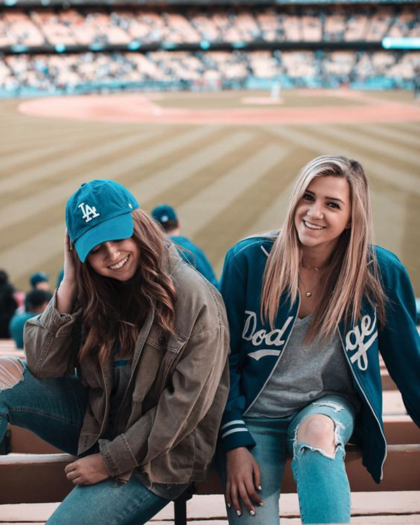 35 Cute Girls Outfit Ideas To A Baseball Game | FashionLookSty