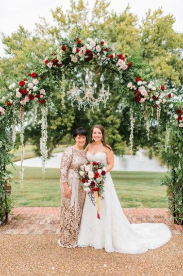 Glamorous Tennessee Wedding Dripping with Florals | Covey Rise .
