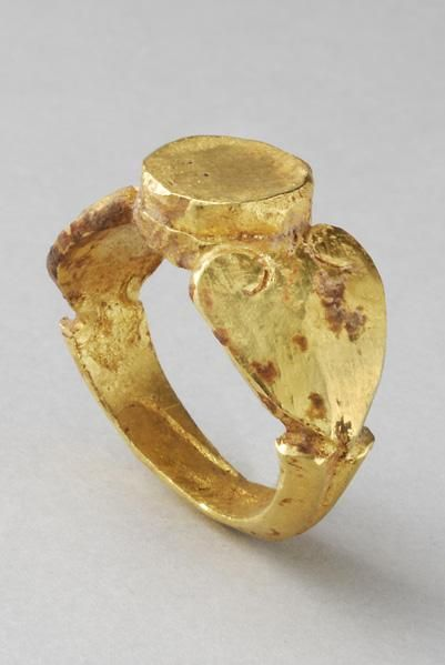 ROMAN GOLD RING DATE: 3rd Century AD CULTURE: Roman CATEGORY .