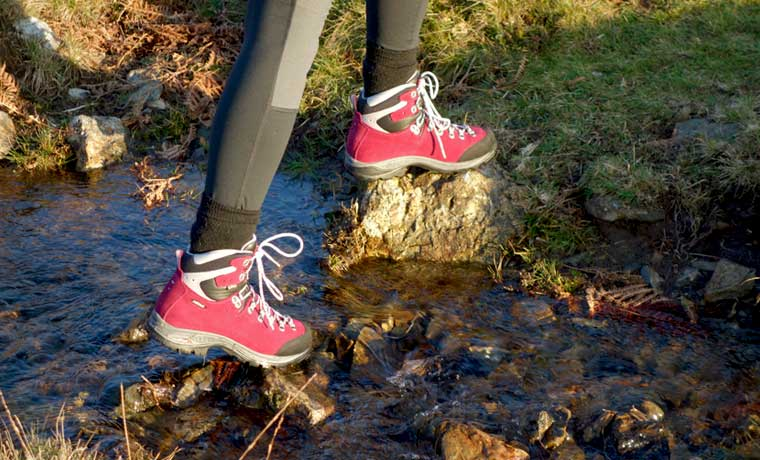 Best Hiking Boots for Women: 14 Pairs for Female Feet in 2020 .