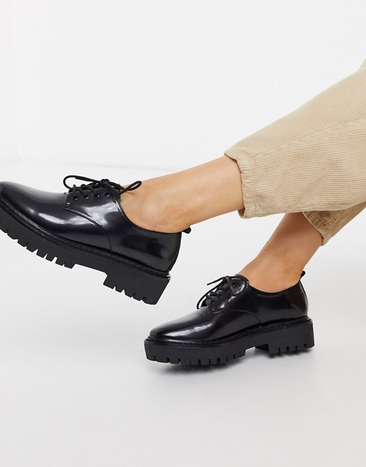 Pull&Bear patent lace up shoe in black   AS
