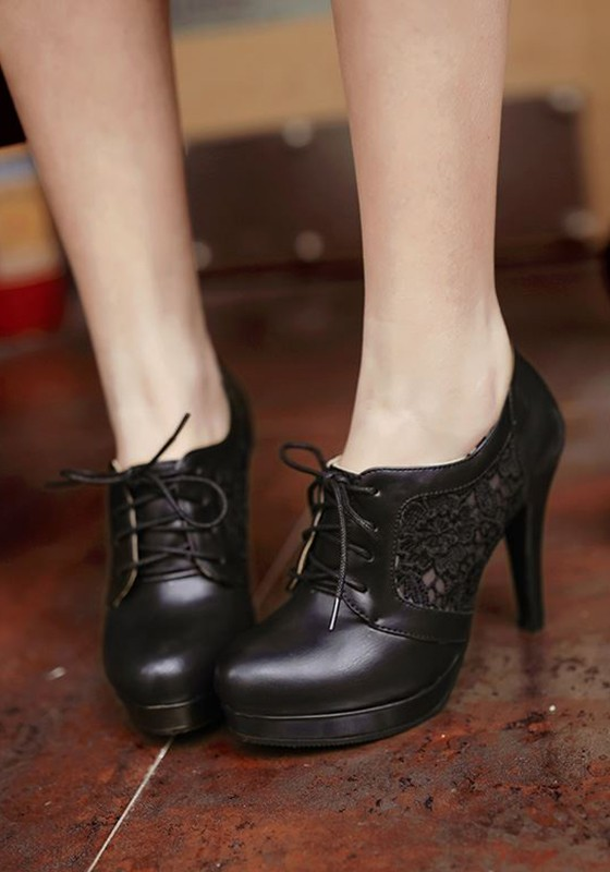 Black Round Toe Stiletto Hollow-out Lace-up High-Heeled Shoes .
