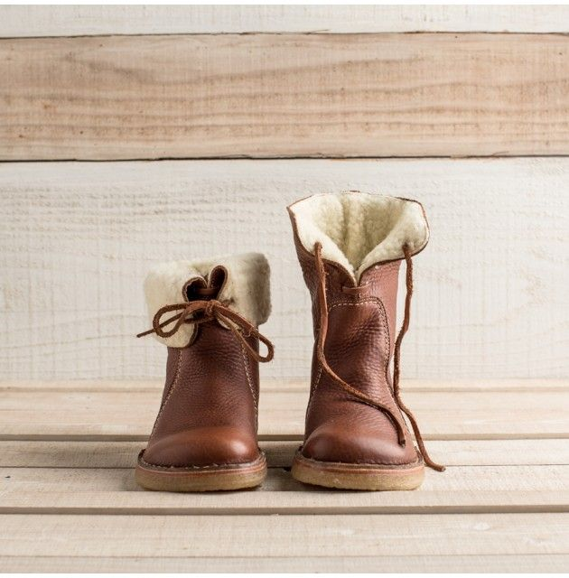 Lined boots for women