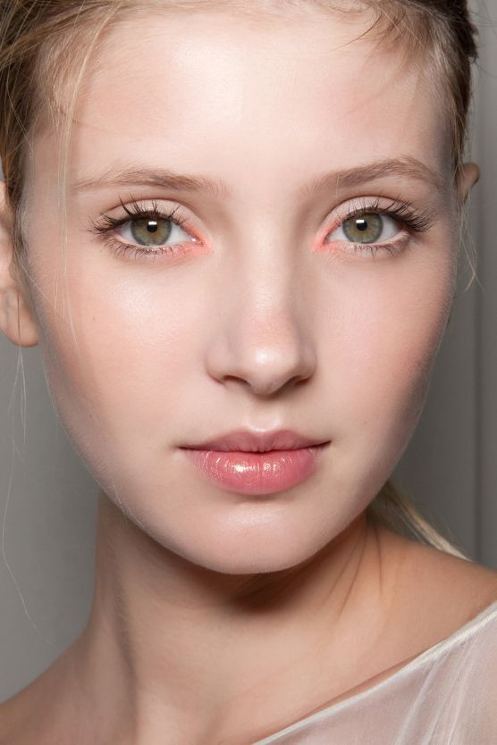 The Simplest Minimal Makeup Looks Ever | Pale skin makeup, Minimal .