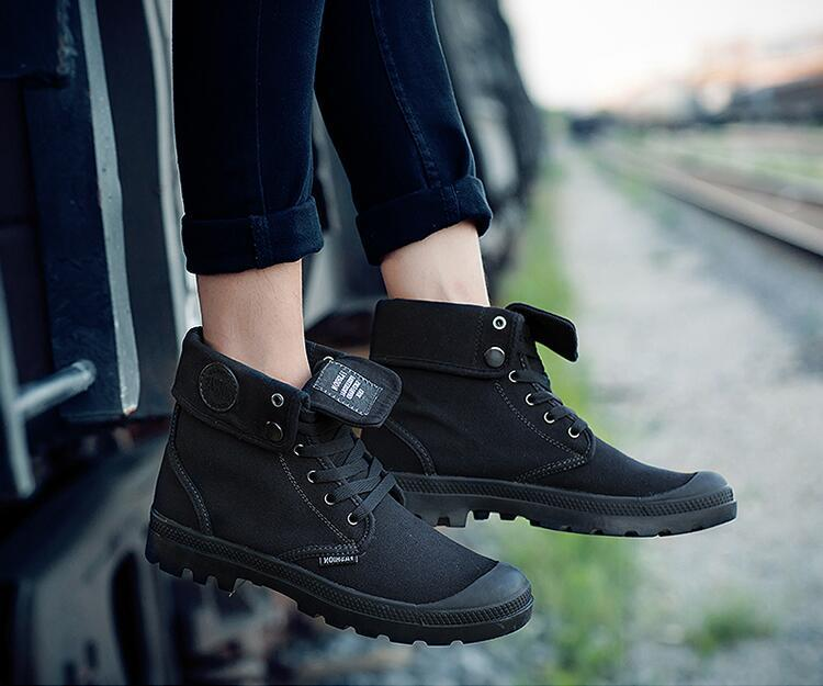 Motorcycle shoes for women