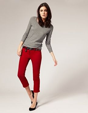 Red jeans and gray sweater with black flats | Red pants outfit .